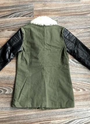 Суперская красивая хаки хлопковая демисезонная куртка парка косуха с белым мехом reserved5