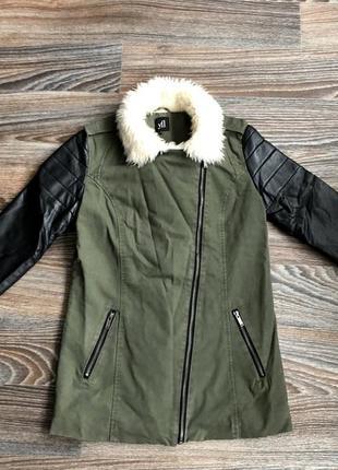 Суперская красивая хаки хлопковая демисезонная куртка парка косуха с белым мехом reserved4