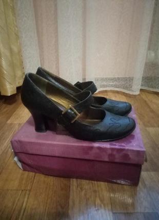 Туфли лодочки на низком каблуке