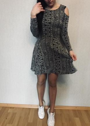 Платье с открытыми плечами1