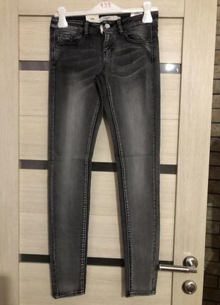 Серые джинсы vero moda1