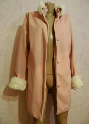 Легенькое пальто со съемными  воротником и манжетами.1
