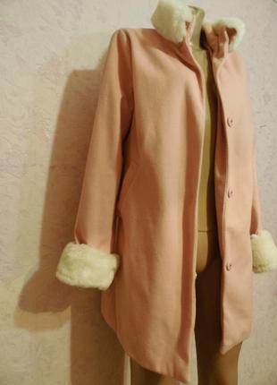 Легенькое пальто со съемными  воротником и манжетами.2