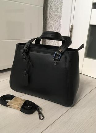 Компактная кожаная сумка из новой коллекции1 фото