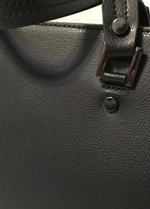 Компактная кожаная сумка из новой коллекции5 фото