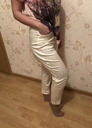 Белые брючки штанишки с карманами
