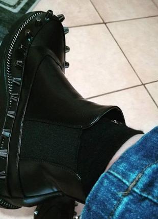 Демисезонные ботинки челси с шипами1 фото