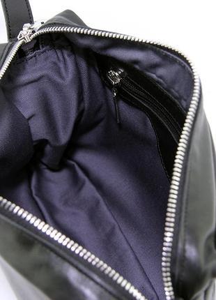 Кожаная маленькая сумка кроссбоди через плечо черная на молнии5 фото