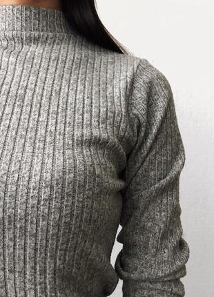 Стильный серый гольф в рубчик4 фото