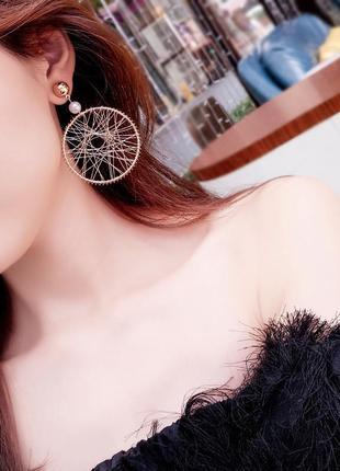 Плетенные серьги кольца золотистого цвета1 фото