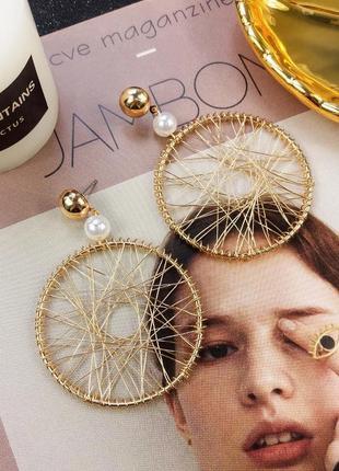 Плетенные серьги кольца золотистого цвета2 фото