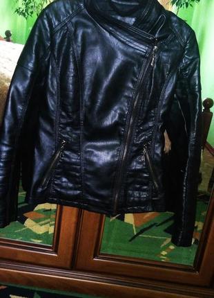 Женская кожаная куртка косуха чёрного цвета