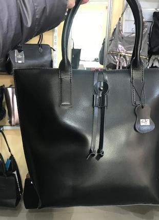 Удобная и аккуратная кожаная сумка1 фото