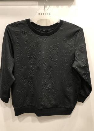 Черный свитшот с выбитыми цветами mohito. укороченная кофта в цветах.4