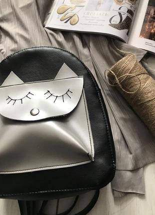 Черный рюкзак с серебристой вставкой3 фото