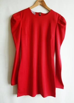 Оригинальное красное платье с замком (молнией) по всей спине.1 фото