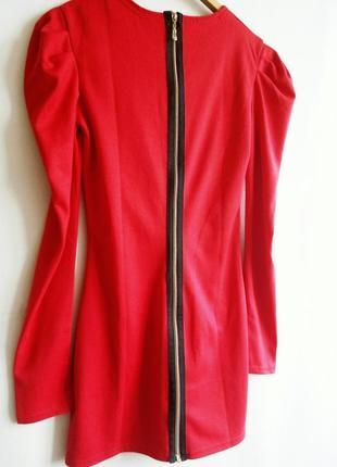 Оригинальное красное платье с замком (молнией) по всей спине.2 фото