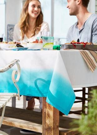 Скатерть белая с бирюзово голубым эффектом омбре155×275 см tcm tchibo германия