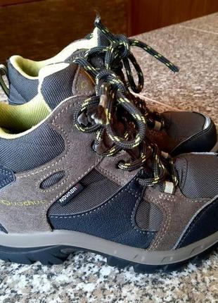 Демисезонные кроссовки ботинки на мальчика фирмы quechua
