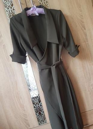 Стильное плотное платье на запах цвета хаки