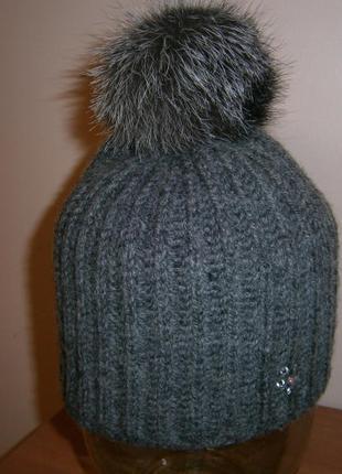 шапка с камнями Swarovski и пампонами из чернобурки
