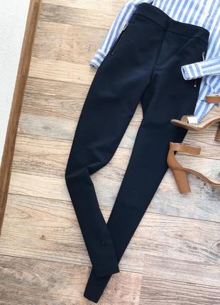 Идеальные брюки со змейками mango1