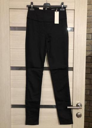 Чёрные брюки высокая посадка