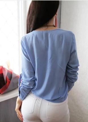 Блуза нежная голубая с удлинением по спинке и шлейками на рукавах5 фото