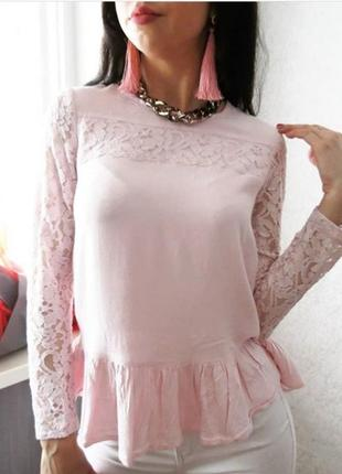 Блуза нежная розовая с баской и кружевными рукавами1