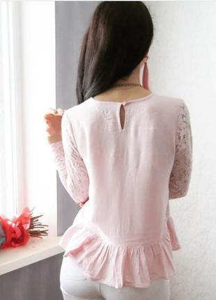 Блуза нежная розовая с баской и кружевными рукавами4