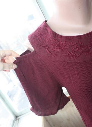 Стильная футболка блуза с открытыми плечиками цвета марсала2
