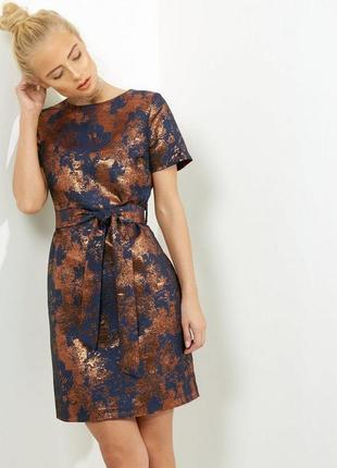 Нереальное жаккардовое платье вечернее с золотом, футляр бронза металлик,