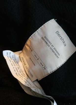 Очень стильное пальто-халат bershka базового черного цвета с поясом и накладными карманами5