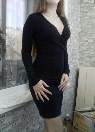 Роскошное платье с глубоким вырезом и запахом french connection2