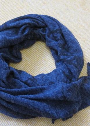 Красивый теплый шарф-палантин.