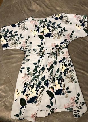 Новое платье в цветочный принт интересный крой