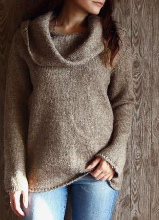 Теплый свитер с шикарным воротником