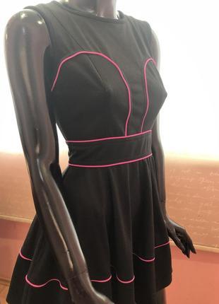 Стильное и нарядное платье asos, размер м