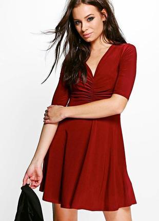 Роскошное платье цвета марсала
