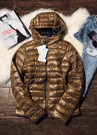 Стильная пуховая курточка за которой легкий уход