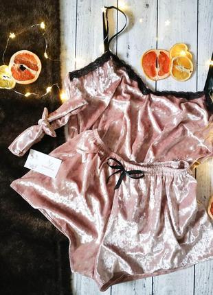 Велюровая пижама с кружевом