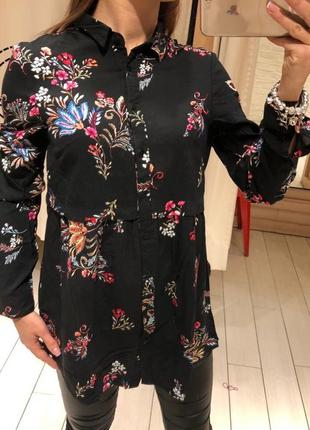 Чёрная рубашка в цветах блуза house есть размеры