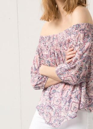 Блуза bershka с открытыми плечами свободная
