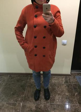 Пальто яркое оранжевое размер м