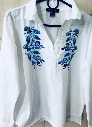 Котоновая белая рубашка с вышивкой