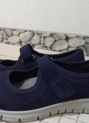 Спортивные новые туфли 25 см стелька
