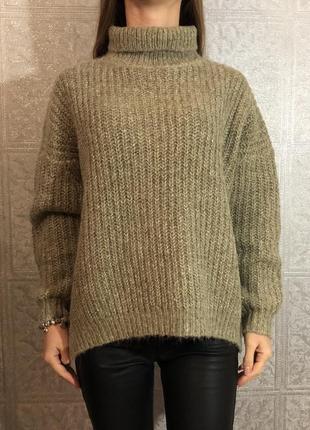 Объёмный шерстяной свитер zara