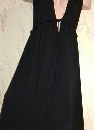 Черное пляжное платье.