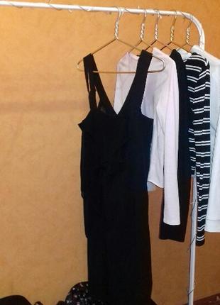 Чёрное платье с рюшами