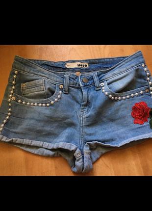 Шорты джинсовые короткие летние с розой и жемчугом